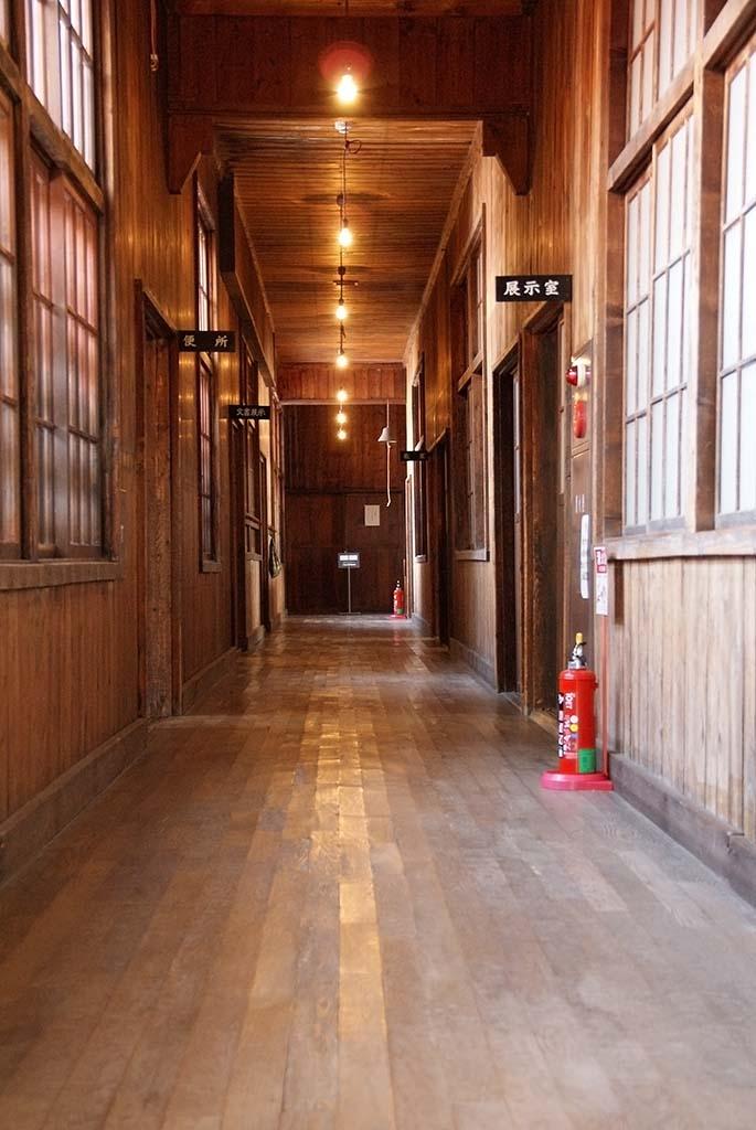 廃校・共和町かかし古里館・廊下