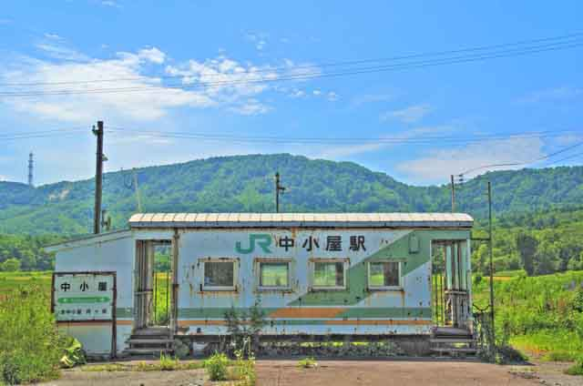 【商用可】イラスト風背景素材「無人駅の風景」その2:中小屋駅