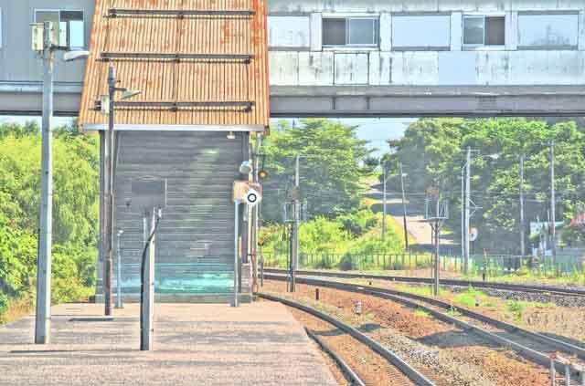 【商用可】イラスト風背景素材「無人駅の風景」その2:豊浦駅