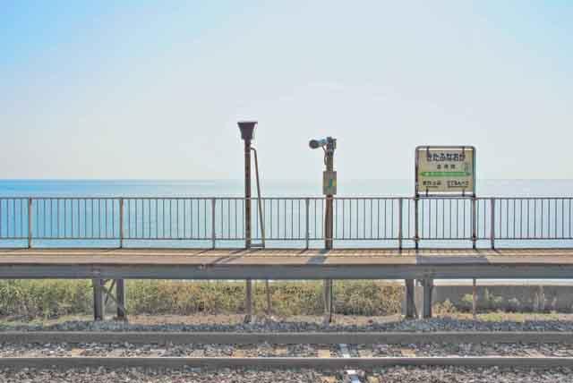 【商用可】イラスト風背景素材「無人駅の風景」その2:北舟岡駅