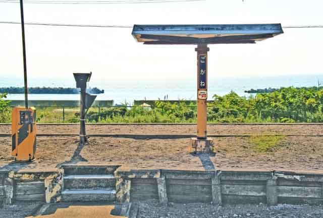 【商用可】イラスト風背景素材「無人駅の風景」その2:黄金駅