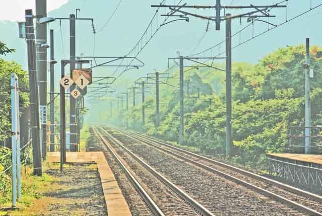 【商用可】イラスト風背景素材「無人駅の風景」その2:富浦駅