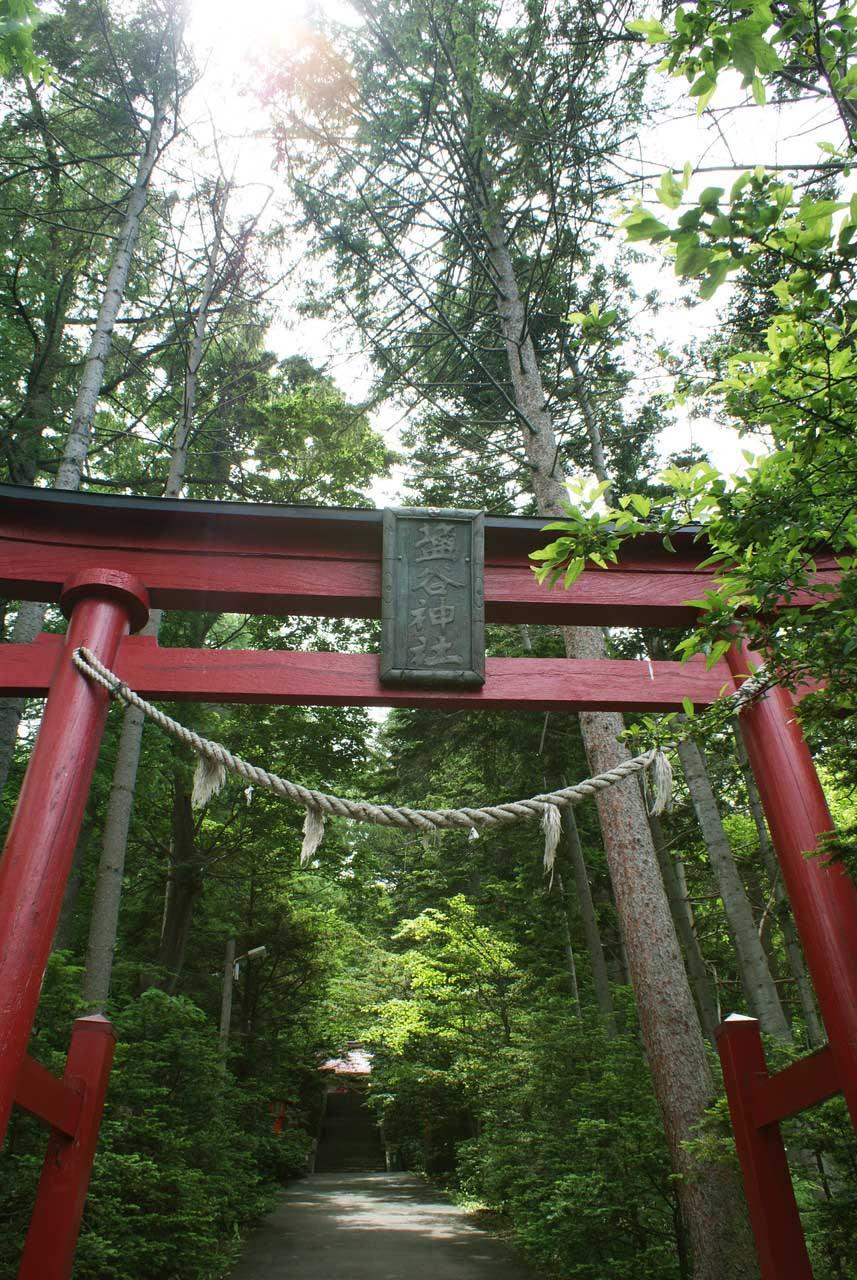 写真:小樽撮影スポットその2「塩谷駅と塩谷神社」