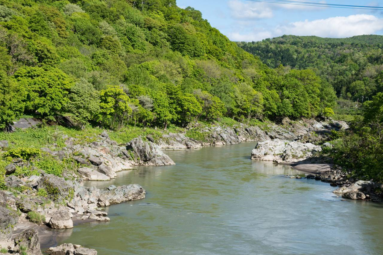 神居古潭と石狩川