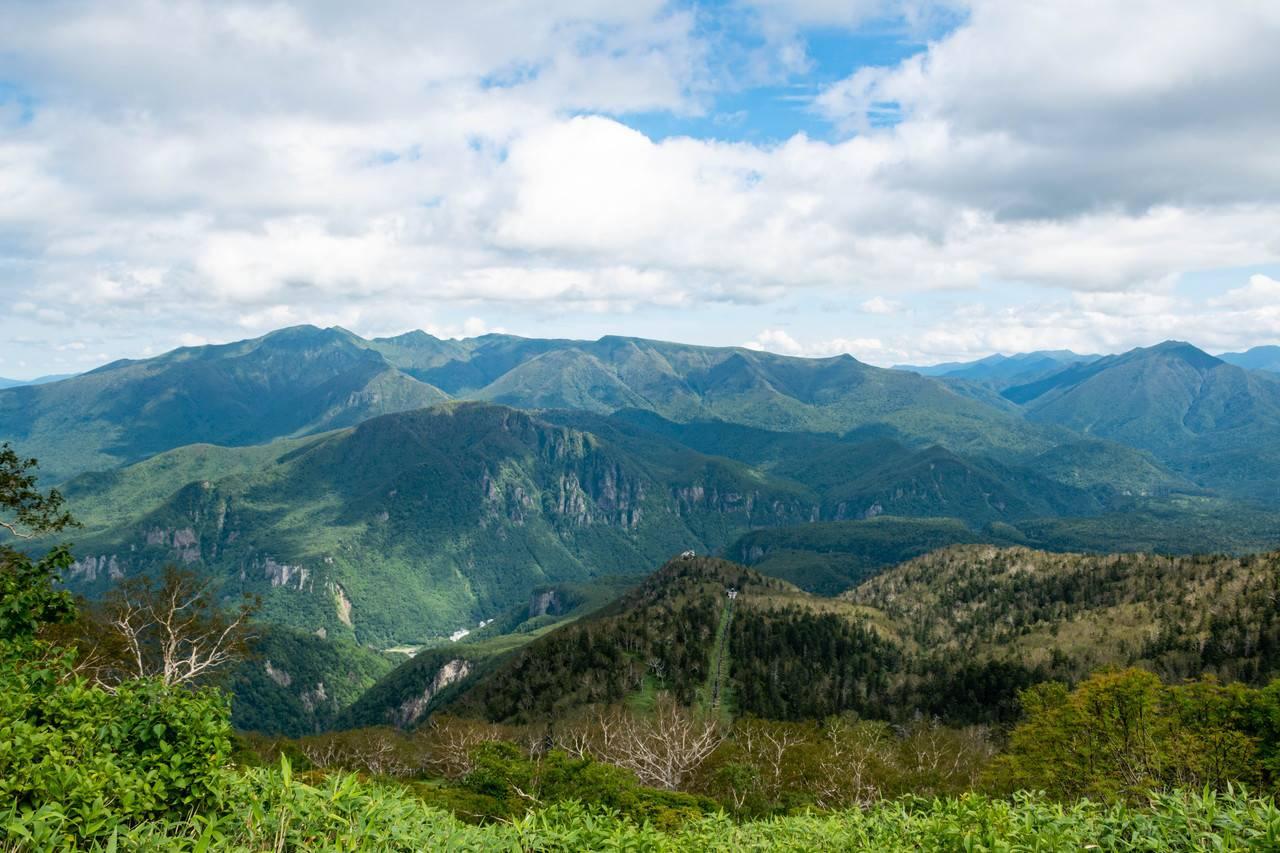 黒岳登山道から見た北大雪の山々