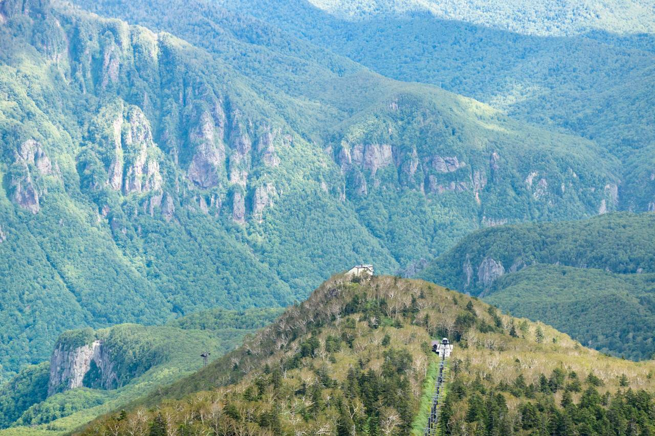 黒岳登山道から見たロープウェイ5合目駅