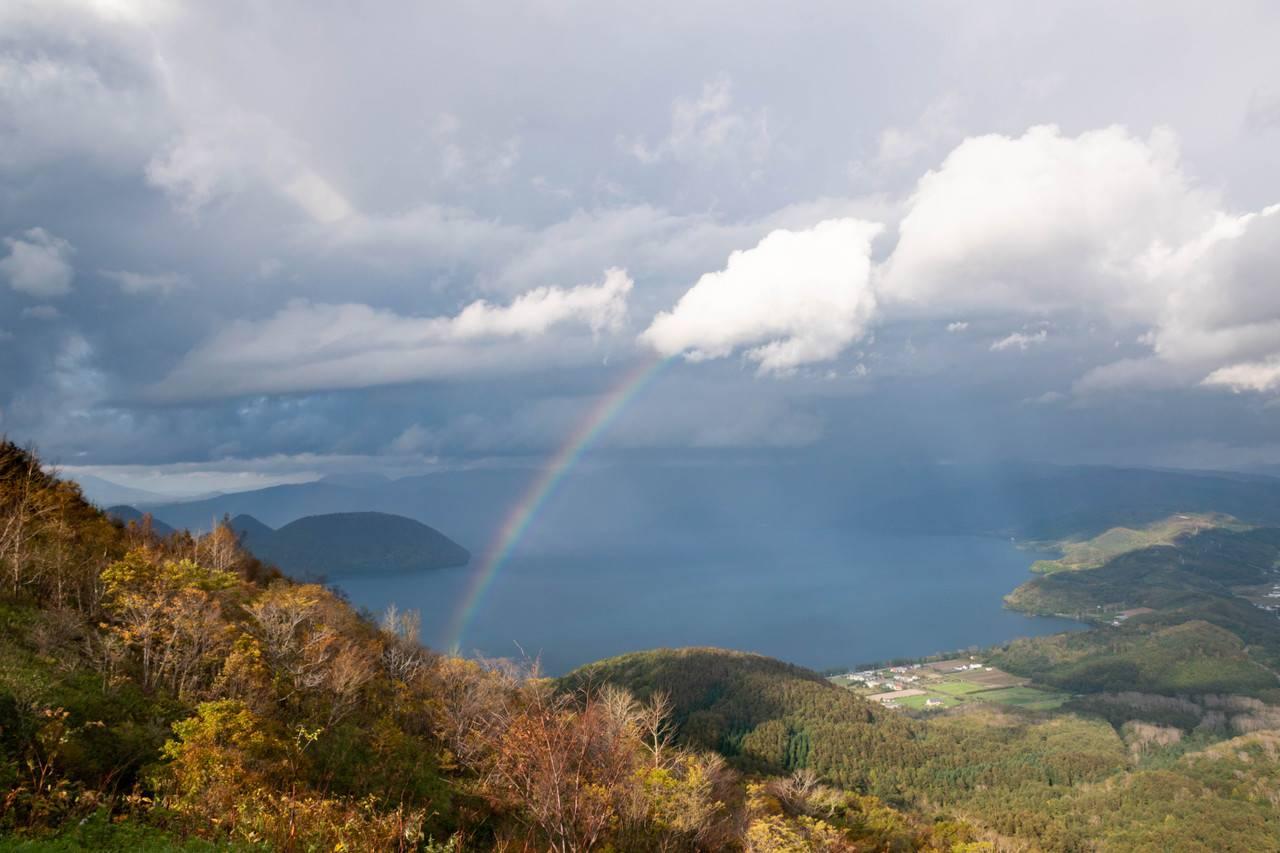 洞爺湖にかかる虹