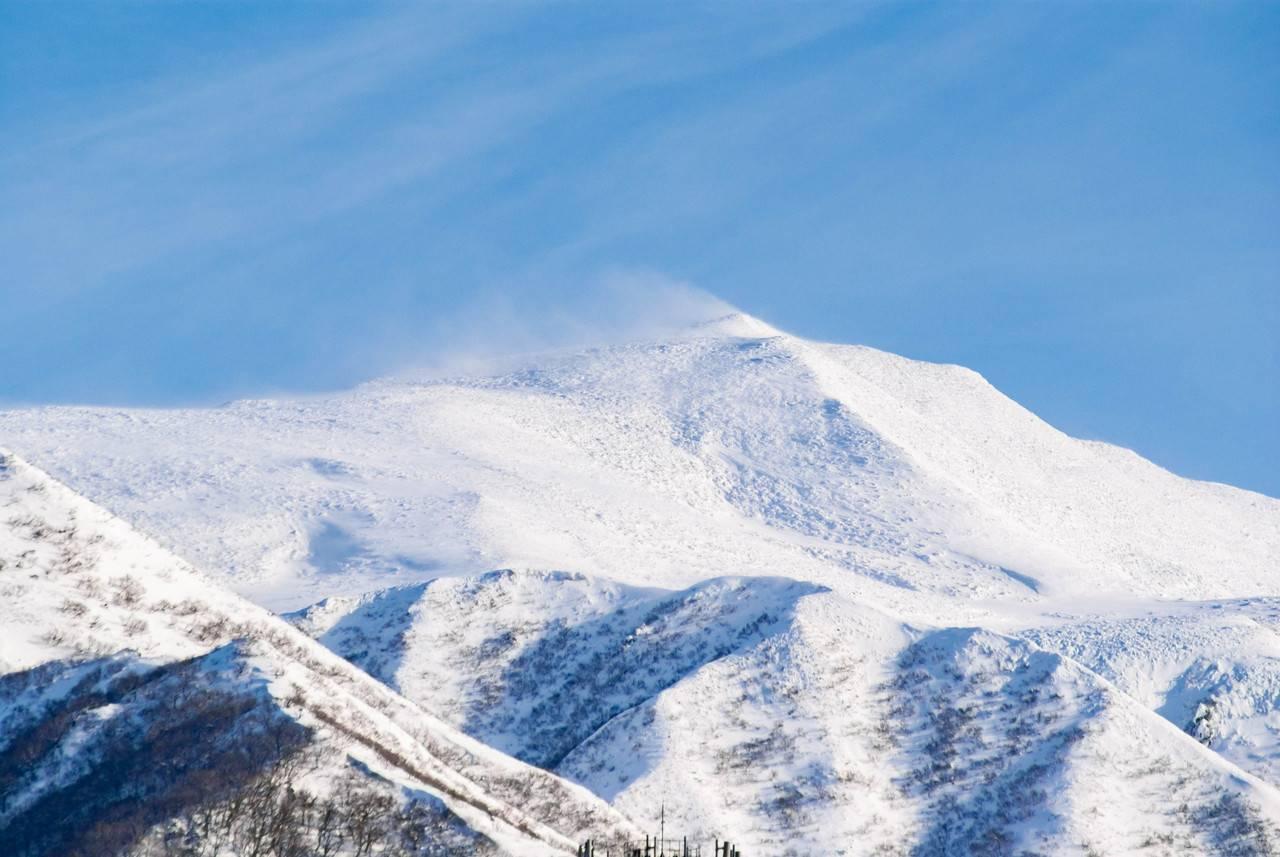 プユニ岬から見た冬の知床の山